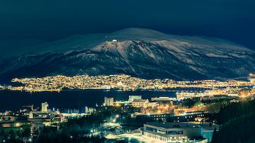 Winterliches Tromsø in der Nacht